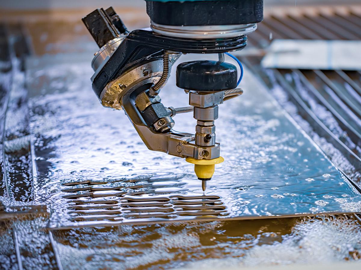Acqua negli impianti da taglio a Idrogetto